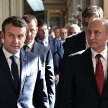 Macron mide fuerzas con Putin en un intenso primer encuentro en Versalles