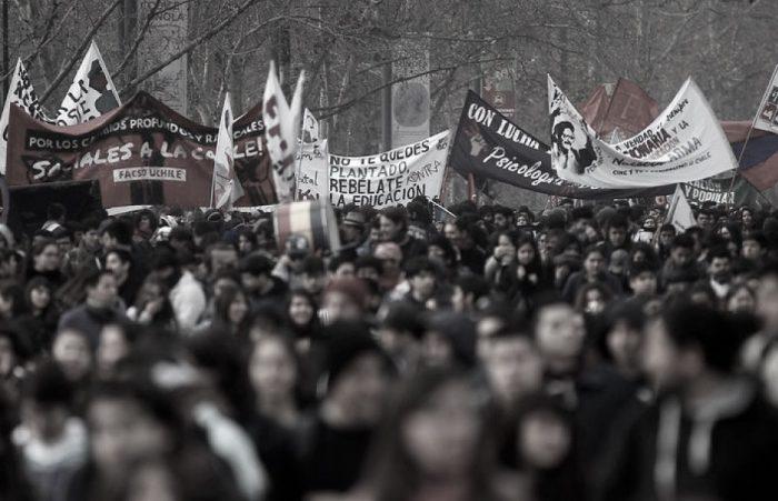"""Libro """"Chile actual: crisis y debate desde las izquierdas"""" de Faride Zerán"""
