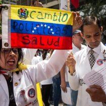 [VIDEO] La marcha de los médicos en Caracas a favor y en contra de la Constituyente convocada por Maduro