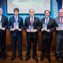Canciller presenta plan de contingencia para apoyar viaje de chilenos a la Copa Confederaciones