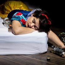 Fotógrafa representa a las princesas Disney como víctimas de problemas de nuestra sociedad