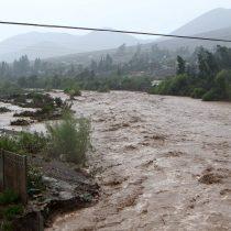 Dos fallecidos, poblados evacuados y 26 mil hogares sin agua: lo que dejaron las inusuales lluvias en Atacama y Coquimbo