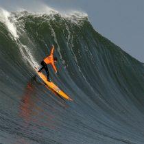 La titánica lucha de unas mujeres por surfear las Mavericks, las olas gigantes más peligrosas del mundo
