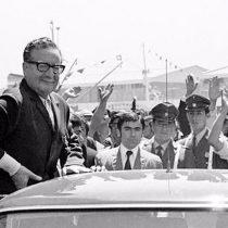 """Autor de libro sobre Allende y nueva Constitución: """"el proceso de transformaciones debe tener una política militar democrática"""""""
