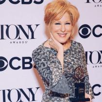 Bette Midler se llevó su primer Premio Tony en 50 años de carrera por Hello Dolly!