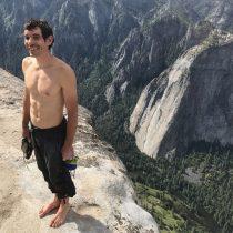 Alex Honnold es el primer hombre en escalar montaña de 3000 pies sin arnés de seguridad