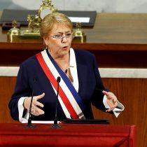Bachelet dispara a Piñera: