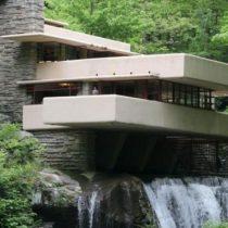 La increíble y polémica casa sobre una cascada de Frank Lloyd Wright, la