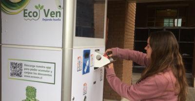Llegan a Chile novedosas máquinas que te premian por reciclar