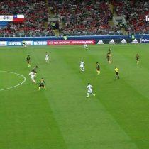 [VIDEO] ¿La tecnología está matando al fútbol? Árbitro se equivoca y anula gol de Chile gracias al