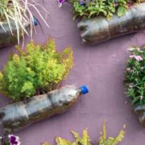 Taller de huertos verticales con botellas plásticas en CCESantiago