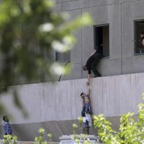 El terror del Estado Islámico irrumpe en Irán con ataques al Parlamento y mausoleo Jomeiní