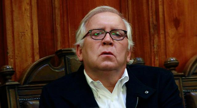 Burgos se defiende de criticas desde la oposición por asesorar a Piñera para acusación constitucional