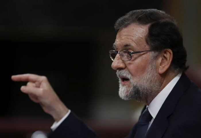 Rajoy supera moción de censura que deja asomo de conciliación en la izquierda