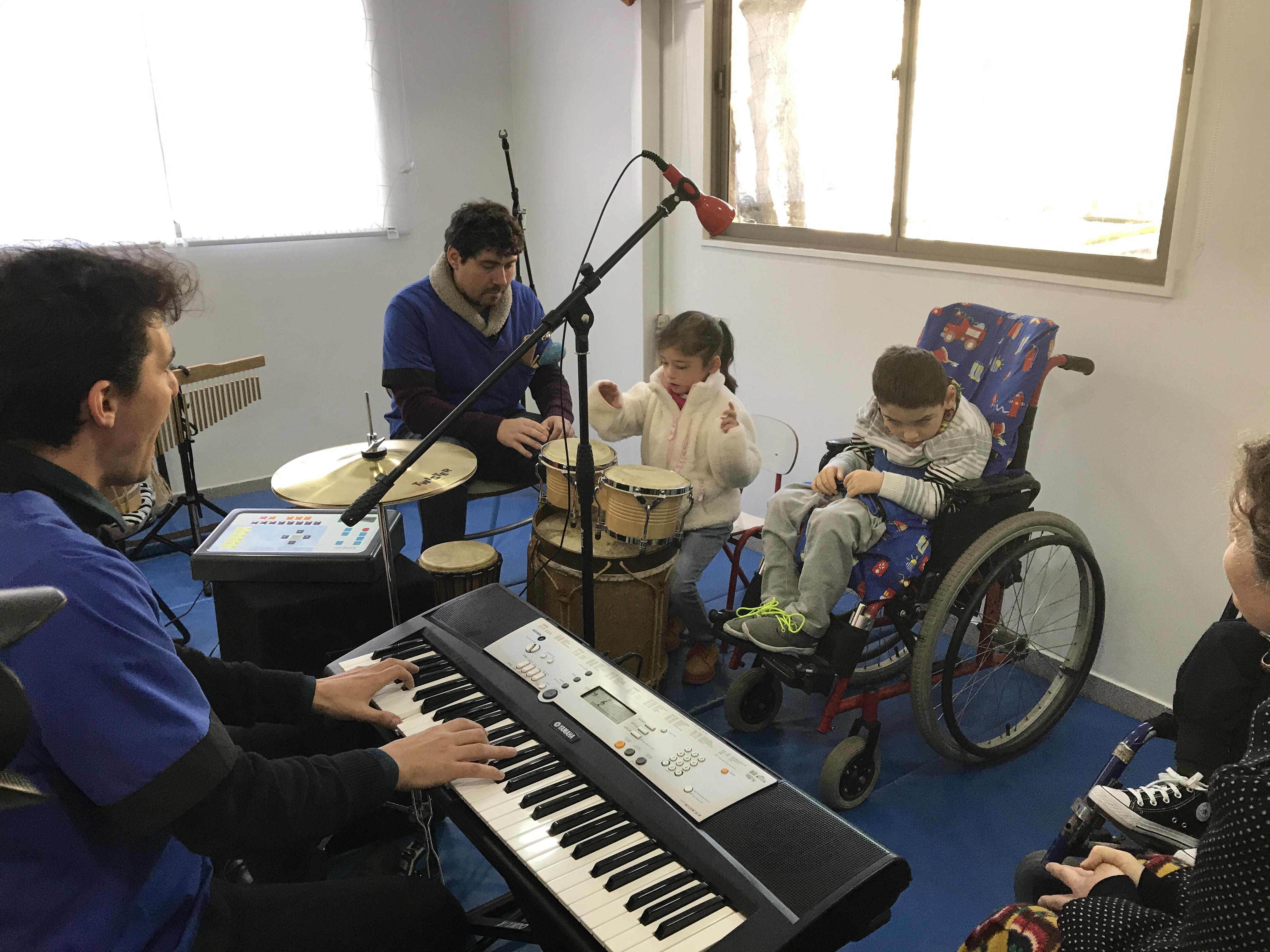 Musicoterapia y sus efectos positivos en niños con discapacidades múltiples