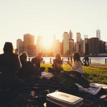 Se buscan personas para viajar gratis durante un año