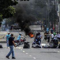 Dos militares venezolanos heridos de bala durante una protesta en Caracas
