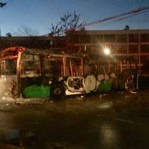 Queman bus del Transantiago y dejan el siguiente mensaje: