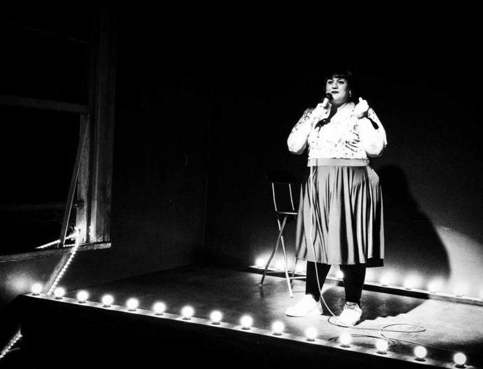 Srta. Bimbo: ¿Quién es la comediante argentina que se presentó a tablero vuelto este fin de semana en nuestro país?
