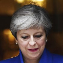 Theresa May supera la moción de censura presentada por la oposición laborista