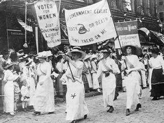 Mujeres power por el derecho a voto