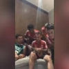 "[VIDEO] James Rodríguez alienta a sus compañeros del Bayern Munich a cantar ""Despacito"""