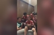 [VIDEO] James Rodríguez alienta a sus compañeros del Bayern Munich a cantar