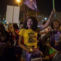Brasil: mujeres afrodescendientes marchan con bandera de la igualdad y protestan contra el racismo