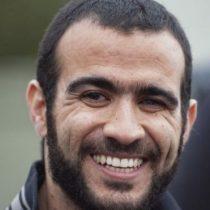 """La millonaria compensación que el gobierno de Canadá entregará a Omar Khadr, el """"niño soldado"""", el preso más joven que estuvo en Guantánamo"""