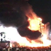 España: evacúan a más de 22 mil personas de un festival de música electrónica por un gran incendio en el escenario
