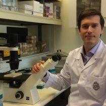 Reconocen a científico chileno como líder mundial en el foro de la