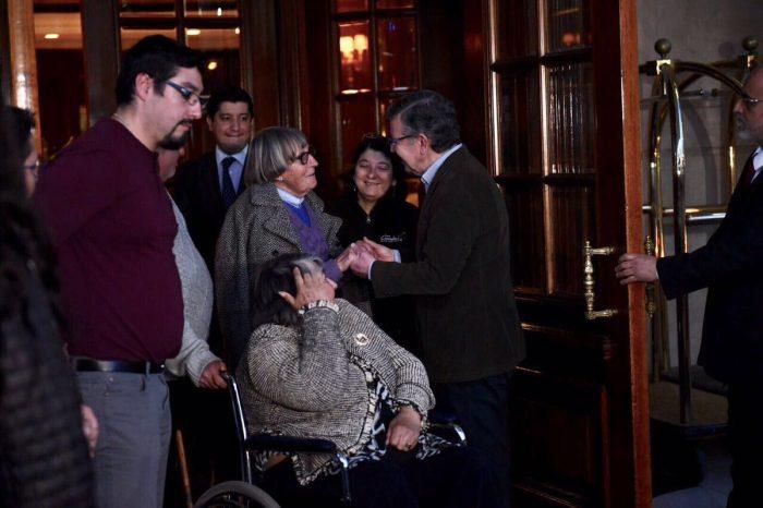 Alcalde de Las Condes aloja vecinos sin luz en Hotel Ritz cuyo costo se le descontará a Enel