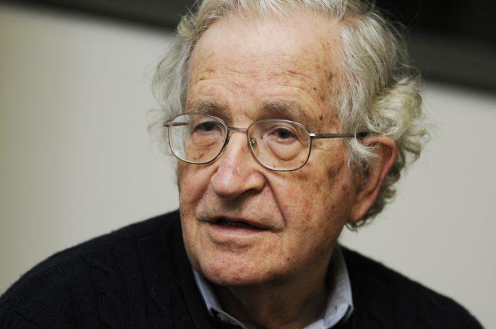 Chomsky encabeza declaración de 70 intelectuales que pide a EE. UU. no interferir en Venezuela
