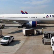 ¿Qué pasaría si alguien abriera la puerta de un avión en pleno vuelo?