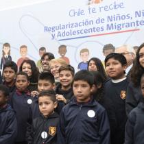 Bachelet anuncia creación de visa especial para que niños y jóvenes migrantes