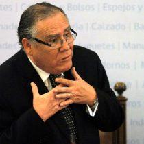 Ministro Campos intenta salvar su cabeza con carta a familiares de detenidos desaparecidos