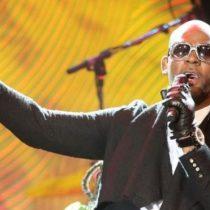 El escándalo de R Kelly, el músico estadounidense acusado de mantener cautivas a seis jóvenes como esclavas sexuales