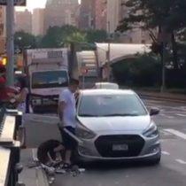 [VIDEO] A machetazo limpio: hombre es detenido en Manhattan por pelea con arma blanca en plena calle