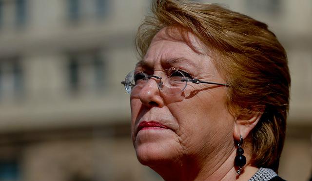 Bachelet critica