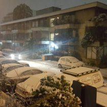 Intensa nevazón en Santiago provoca problemas de circulación en el Transantiago y cortes de luz