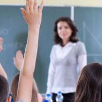Científicos critican duramente reducción de horas de biología, química y física en curriculum escolar
