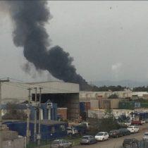 [VIDEO] Fuerte explosión e incendio afecta a empresa de químicos en Quilicura