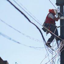 Sernac presenta demandas colectivas contra Enel Distribución, CGE y otras nueve eléctricas