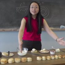 Eugenia Cheng, la matemática que usa simples recetas de cocina para enseñar conceptos matemáticos complejos