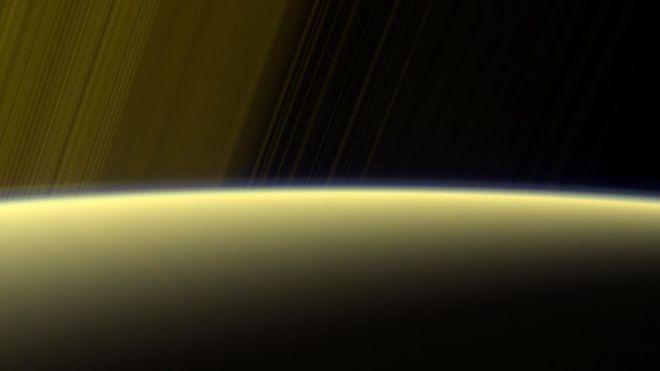 Cuánto dura un día en Saturno y otras preguntas que la sonda Cassini intentará responder en sus últimos 30 días