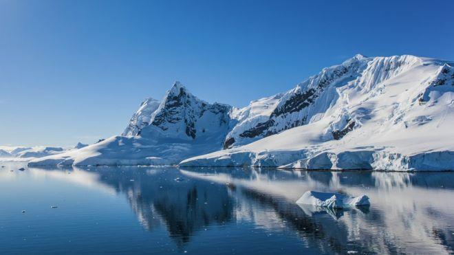 Lava bajo el hielo: el asombroso descubrimiento de más de 90 volcanes en la Antártica