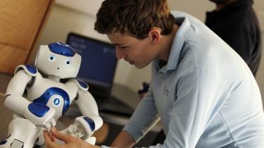 Cómo logra este robot que un niño autista mire a los ojos