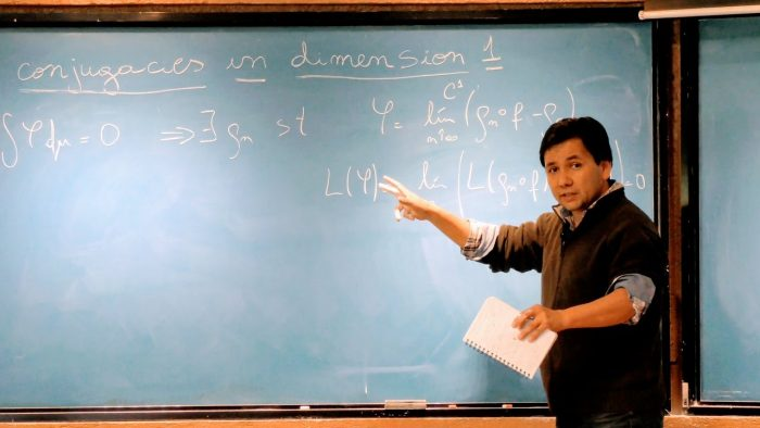 """""""Un viaje a la ideas"""", el libro del matemático Andrés Navas: """"Me interesaba escribir para ayudar a llenar un vacío cultural en Chile"""""""