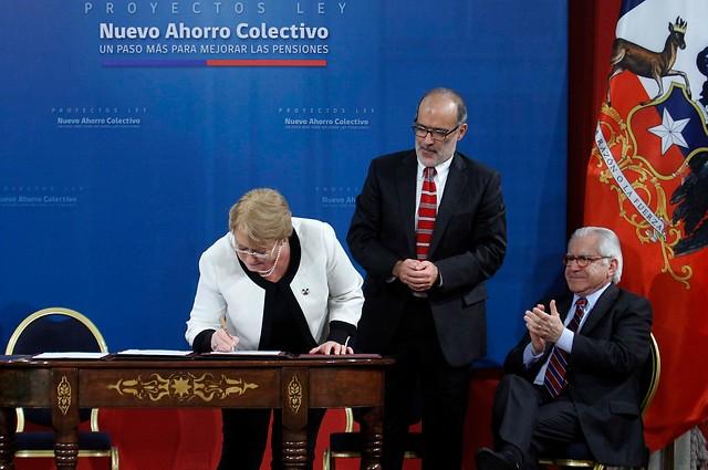 Reforma de pensiones: el último rasguño de Bachelet al modelo - en la medida de lo posible
