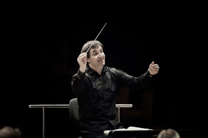 Director holandés y violinista austriaco debutan con la Sinfónica de la mano de Mozart